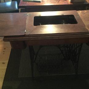 Tæppe til under spisebord eller sofabord sort med lidt grå 2 stk. Pr. Stk. 300