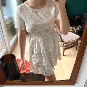 Cupcake kjole fra Vila str. S🧁 Den har de fineste lag og guldprikker- 75kr! Ingen flaws