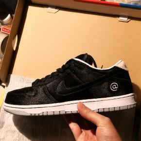 Nike sb dunk low medicom toy Str: 43 Cond: dswt