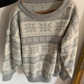Sweater, God, men brugt. Aarhus - Kender ikke mærket, men den er så dejlig og tyk. Sweater, Aarhus. God, men brugt, Brugt en periode og har derfor mindre tegn på brug