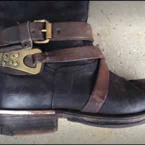 Super fede støvler i det lækreste skind. De er meget lidt brugt AirStep Np: 2399,- str. 38  Sender gerne flere billeder ved interesse