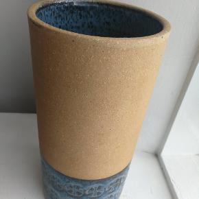 Vase ca 30 cm høj fra Knabstrup ingen skår eller revner