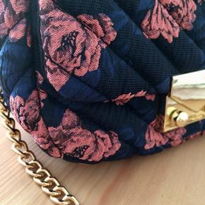 Quiltet skulder taske   Aftagelig guld kæde