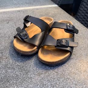 Sandaler købt i skoringen. Brugt en smile men begrænset. Min datter kunne ikke lide at gå i dem