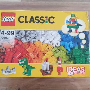 Lego classic 10693, brugt 1 gang, alle klodser er der, kassen har lidt fejl, men er hel. Befinder sig I 9240 Nibe Kan sendes på købers regning