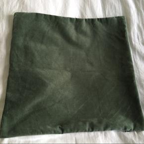 Velour grøn pudebetræk fra H&M str.40X40cmFåes stadig i butikkerne.  Kan sendes med DAO for 38kr📦