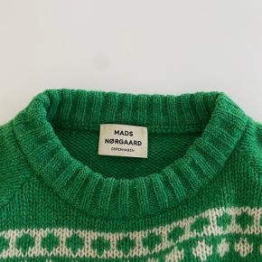 Strikken er max. brugt 5 gange. Den fremstår næsten som ny i en god kvalitet.  Trøjen er 100% uld.  Strikken er stor i størrelsen og vil fitte s/m. Køber betaler fragt.  Skriv gerne for flere billeder eller bud.
