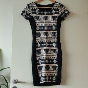 Fed tætsiddende kjole fra VILA i str. XS 🌼 Brugt en enkelt gang ✨