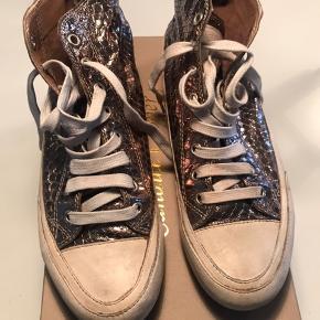 """Sælger mine """"guld/bronzefarvede"""" Candice Cooper støvler som er helt ubrugte :-)"""