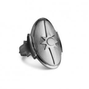 Jeg sælger min fine Shield Ring fra Jane Kønig, da jeg er gået over til guldsmykker. Ringen er i fin stand. Rhodineringen er gået en smule af, af slid, men jeg sender gerne billeder af ringen, hvis man er interesseret. Skriv gerne dette til mig.    Det er en størrelse 54. Jeg har været i tvivl om størrelsen men fik den målt idag :-).