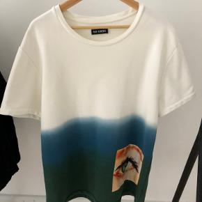Kraftig T-shirt fra Raf Simons.
