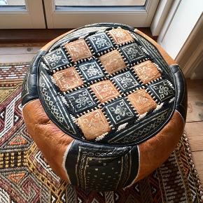 Læderpuf - ældre sag, men original fra Marocco. God stand.