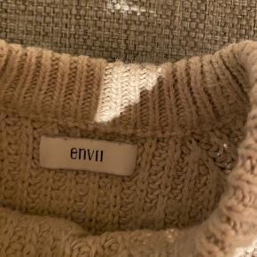 Sælger min sweater, da den er blevet for lille.  BYD!