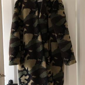 STAND STUDIO frakke