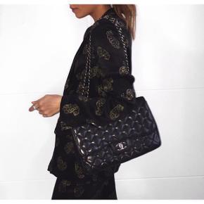 Smuk sæt fra Zara (blazer og bukser) fejler intet. :-) nypris 1000kr.