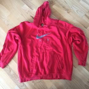 Rød nike trøje str xl bm 65•2. Pris 150 kr incl porto med dao🌞