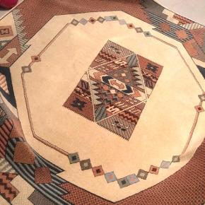 Runder teppich perfekt für den Küchentisch gebraucht aber in gutem Zustand