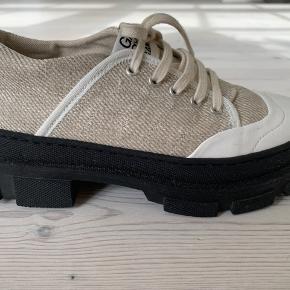 Hybrid sneakers brugt 1 gang. Flot Nature farve
