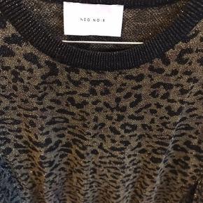 Aldrig brugt bluse fra Neo Noir. Er desværre lidt for lille. Svarer til en x-small.