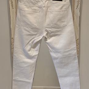 Won Hundred jeans style Ben White 2 Brugt men i rigtig pæn stand 😊  Str. 29/32 Løs pasform i lårene. Lav talje Tapered leg Cropped fod