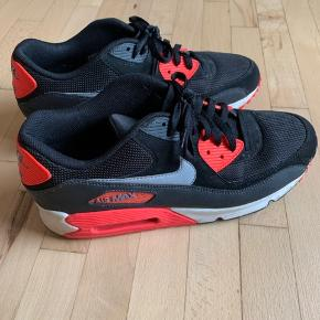 Nike air max 90. I sort og orange. I fin stand.