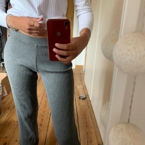 Sælger disse behagelige grå bukser fra NØRGAARD 💕