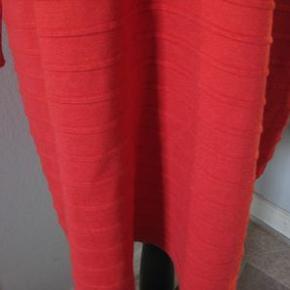 Boohoo strik kjole str T5 Bm 2x58 cm Hoftemål 2x58 cm - facon syet Længde 95 cm - 70% viskose/30% wool - 85 kr plus porto  Postkasse rød (m9817)