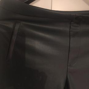 Imiteret læderbukser mørkegrøn fra ZARA  Aldrig brugt strXL