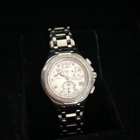 Varetype: Armbåndsur Størrelse: 33mm Farve: Stål Oprindelig købspris: 24500 kr.  Sælger mit fine TechnoMarine Neo Classic diamond ur. Det er brugt meget lidt og fremstår derfor for som næsten nyt. Uret er med safirglas og brillianter og fremstillet i Schweiz.