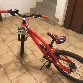 Vélos orange en bon état.Plus d'informations en pv.