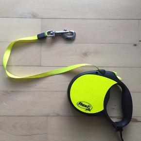 Flexi Reflect rullebånd/trommel i neongul. For kæledyr 0-50 kg. Kun brugt i 14 dage.