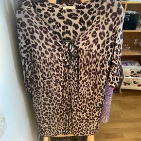 Kort kjole/tunika, brugt en 6-7 gange.