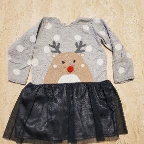 Sød Rudolf julekjole. Kjolen er fra H&M str 86. Ikke brugt meget, så meget fin stand.