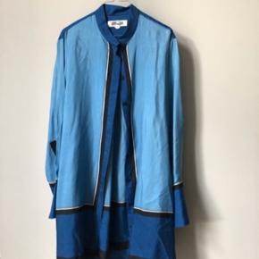 Fantastisk smuk skjortekjole i silke fra luksuriøse Diane von Furstenberg. Perfekt til strømpebukser og stiletter såvel bare ben og sandaler.   #30dayssellout