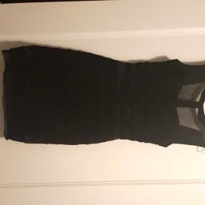 The black girlsnightout dress i en størrelse 34 ☺  Størrelse xs.