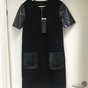 Meget lækker kjole med ærmer og lommer i blødt skind. Italiensk str. 40. Svarer til dansk str. 36. Fra Fabrizio Lenzi