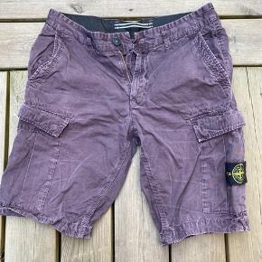 Stone Island cargo shorts i perfekt stand. Nypris var 1450kr. Sælges for 600kr.