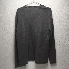 Cardigan i uld og cashmere fra American Vintage med løst fit. Aldrig brugt.