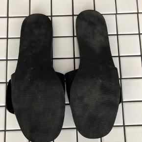 Sandaler fra Pazzion - købt i Singapore. Str 39. Normale i størrelsen. Faux læder. Kommer med dustbags.
