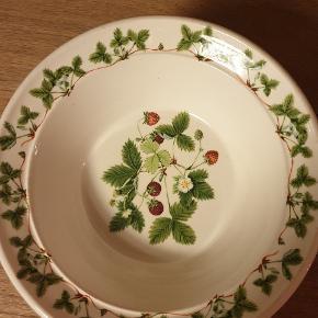 """By Anghard Menna 1980. Lækker engelsk kvalitet 😍  2 """" morgenmadsskåle """" og 6 dessert tall. 18 cm"""