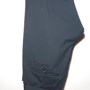 Sælger disse habit bukser for min kæreste. De er brugt en gang.