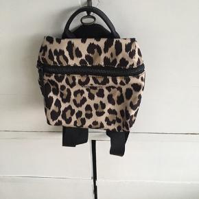 Lille rygsæk fra Kate Spade til salg