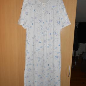 Lækker natkjole fra Triumph i 100% bomuld Brystmål 130 cm Længde 120 cm