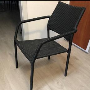 Sælger dette bord-stolesæt fra Jysk, de jeg desværre ikke har altan mere. Kun et halvt år gammelt. Sælges samlet eller enkeltvis