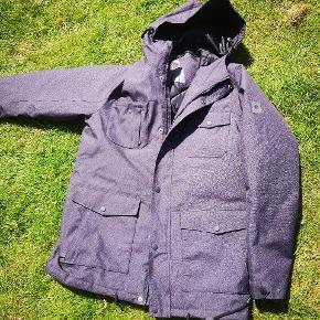 66d4571b22a Ny kilmanock jakke str l. Købt på ophørsauktion. Den billige pris skyldes  defekt lynlås