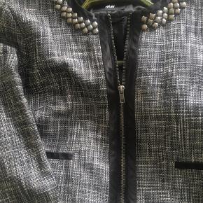 Super lækker lille over jakke fra H&M sælges