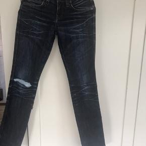 Super fede næsten nye jeans i str 25/32. 150kr eller byd  Køber betaler fragt