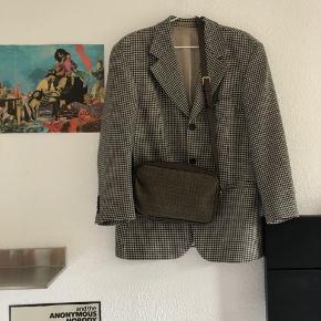 Sælger denne dejlige vintage Hugo boss blazer, mp 300 kr