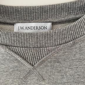 Sælger denne fine Jw Anderson sweater  Cond: 9/10 Str: xl (fitter dog en m...skriv for fitpic)  Skriv for mere info