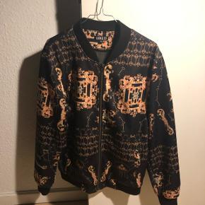 Lion & Co jakke i Versace lignende stil